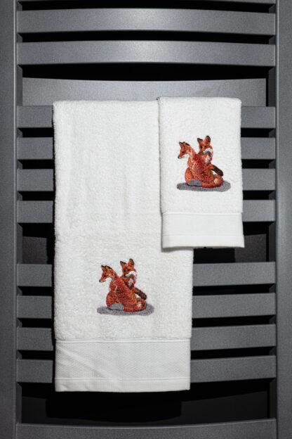 Geborduurde handdoek vosjes