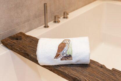 Geborduurde handdoek kerkuil